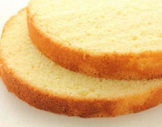 Pekač za torte se največkrat uporablja za peko biskvita.