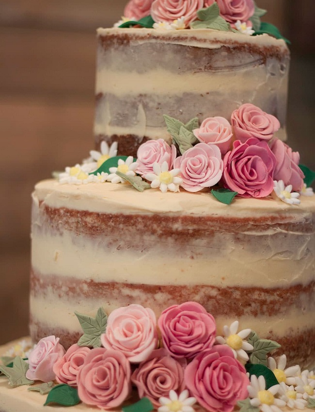 """Acetatna folija se odlično odreže pri izdelavi t.i. """"naked cakes""""."""