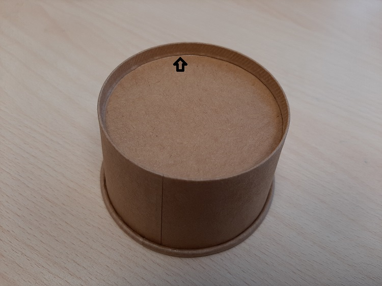 Spreminjanje pakiranja volumna sladoleda se dogaja s premikanjem dna proti vrhu.